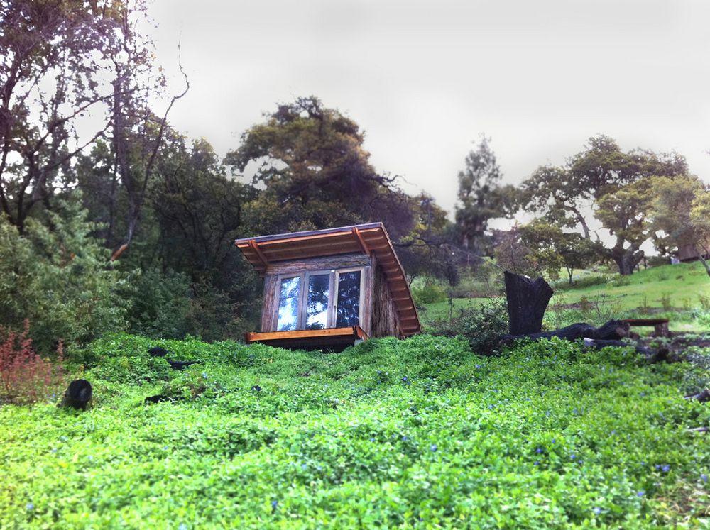 adelaparvu.com despre casuta de vacanta cu acoperis verde, design Alex Wyndham (7)