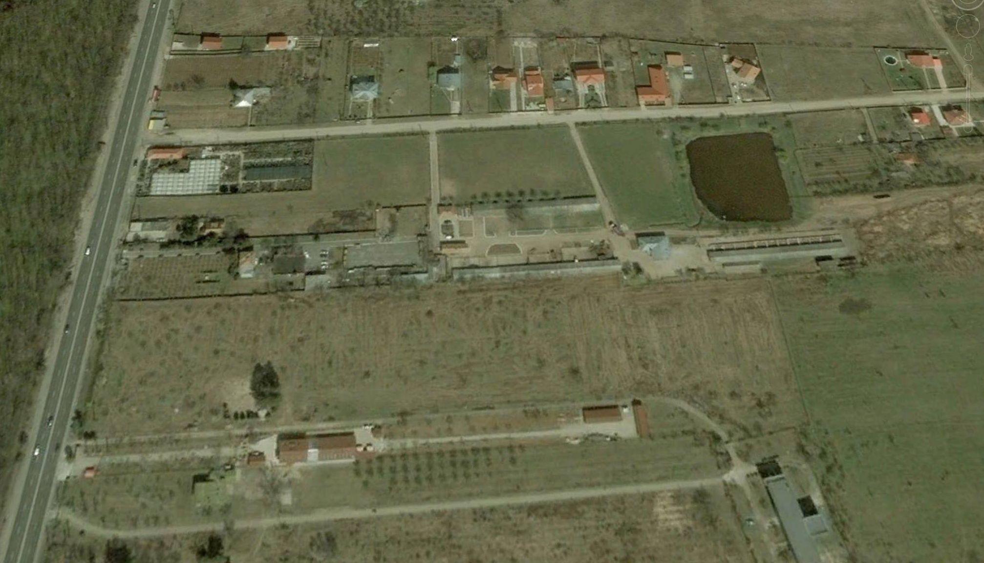 adelaparvu.com despre gradina amenjata de arh Dragos Isacescu, Foto Google Earth 1 (1)