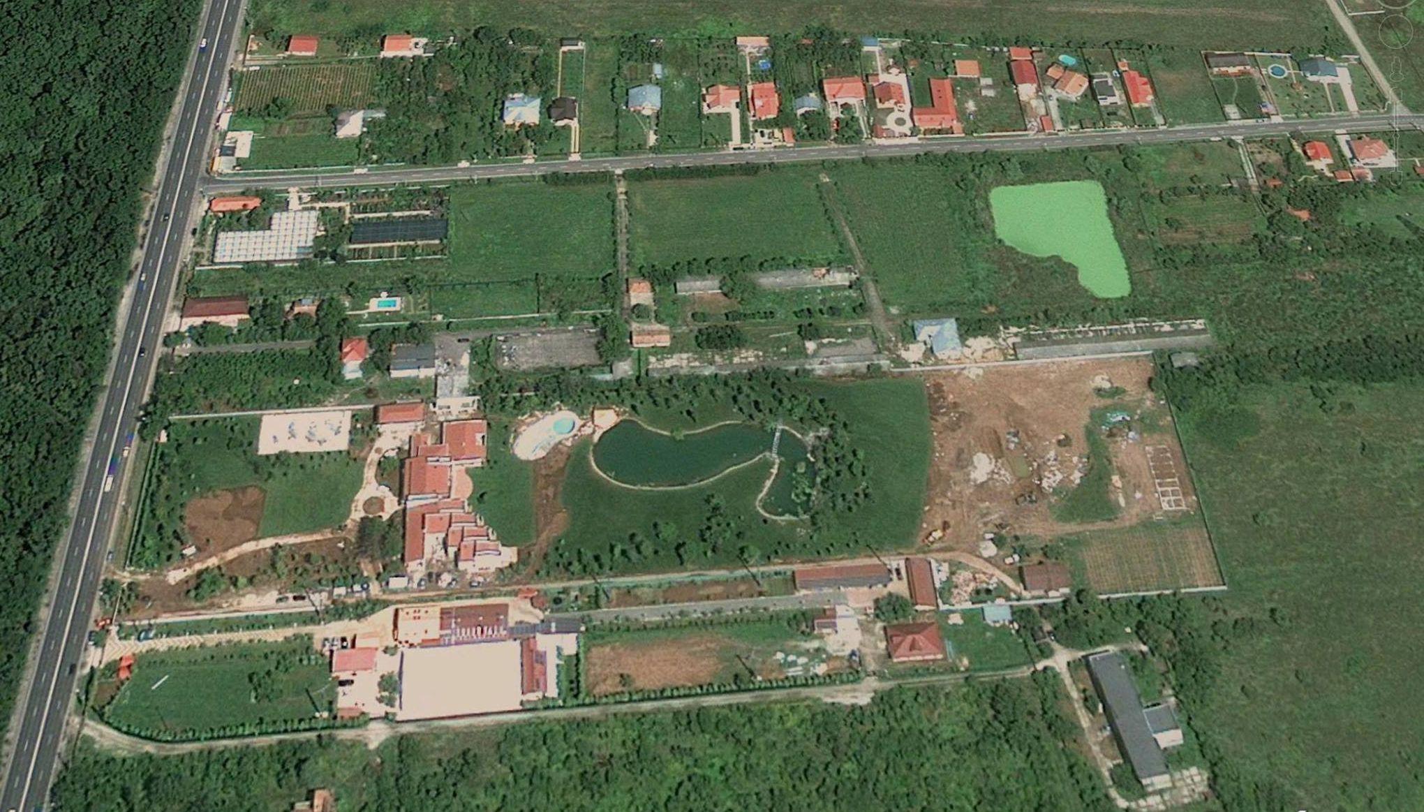 adelaparvu.com despre gradina amenjata de arh Dragos Isacescu, Foto Google Earth 1 (4)