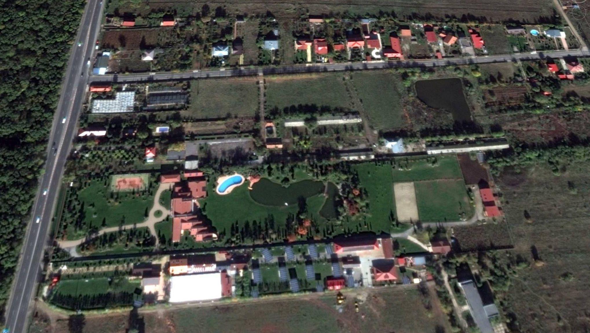 adelaparvu.com despre gradina amenjata de arh Dragos Isacescu, Foto Google Earth 1 (5)