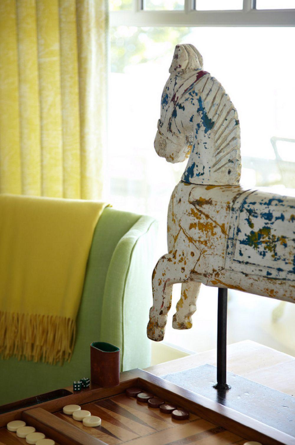 adelaparvu.com casa din lemn cu interior in nuante pastelate, casa SUA Michigan, design interior Tom Stringer, Foto Werner Straube (5)
