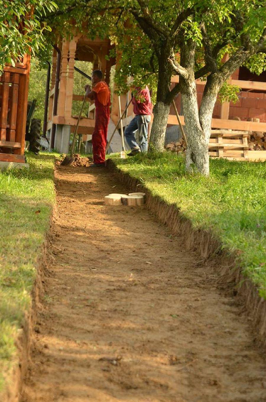 adelaparvu.com despre alei de gradina cu rondele din lemn de salcam, Foto Dan Bersan, Pensiunea Magnolia (1)