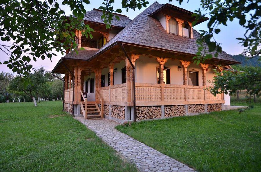 adelaparvu.com despre alei de gradina cu rondele din lemn de salcam, Foto Dan Bersan, Pensiunea Magnolia (3)