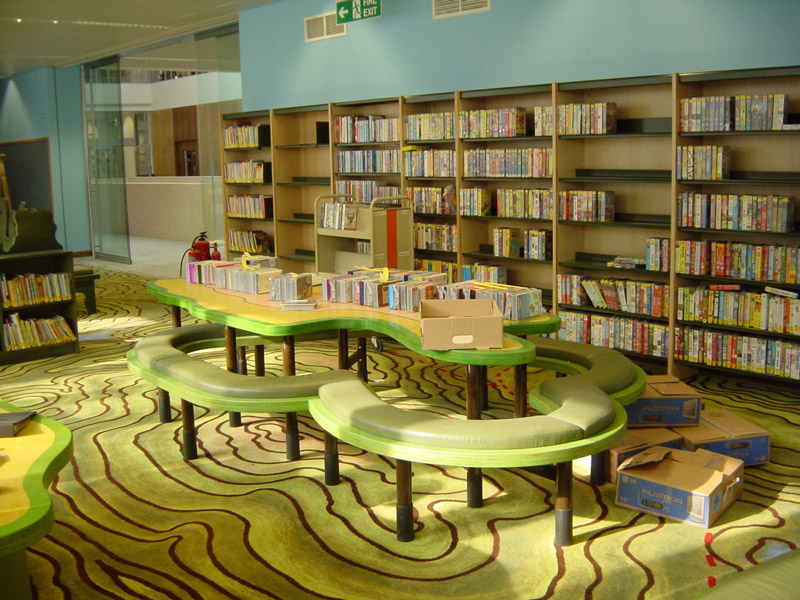 adelaparvu.com despre biblioteca pentru copii, Swiss Cottage Library London, design artist laura Ford, Foto Modus Operandi (4)