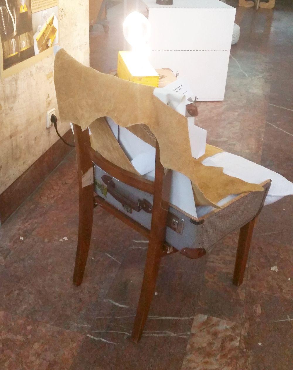 adelaparvu.com despre expozitia cu obiecte reciclate a Studentilor la arhitectura de interior UNAUIM, editia a 6 a (14)