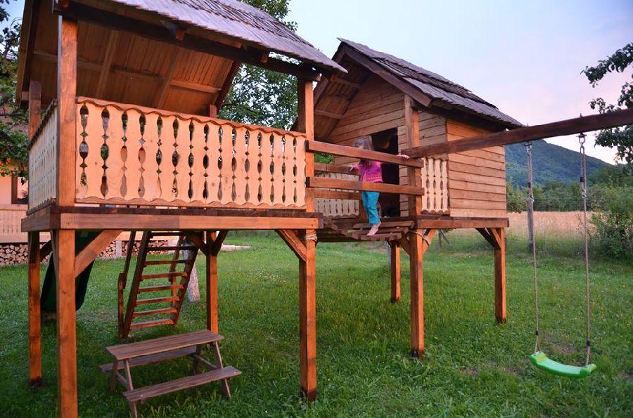 adelaparvu.com despre loc de joaca cu aspect rustic, Foto Dan Bersan, Pensiunea Magnolia (4)