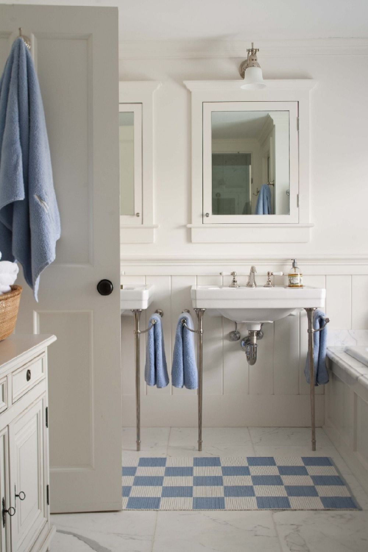 adelaparvu.com despre casa de vacanta in alb si albastru, casa SUA  Nantucket, Design interior T. Keller Donovan, Foto John Bessler Photography (12)