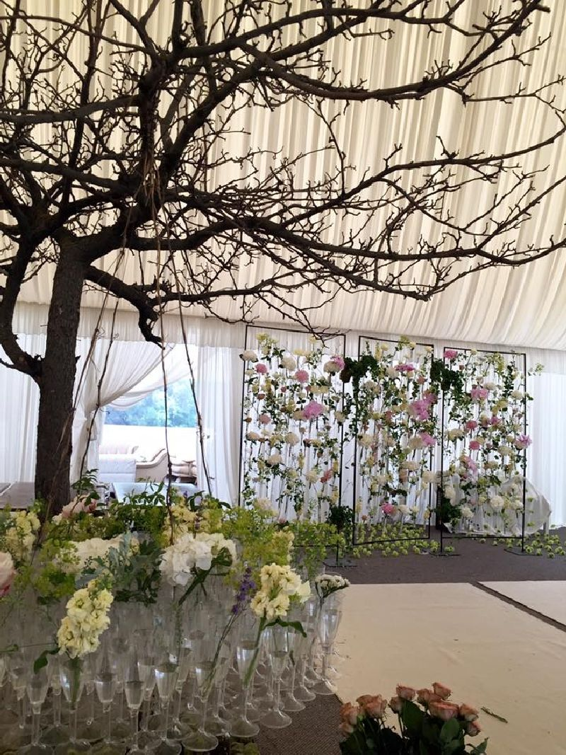 adelaparvu.com despre decor floral pentru nunta in cort, design floral Nicu Bocancea, Floraria Iris (11)