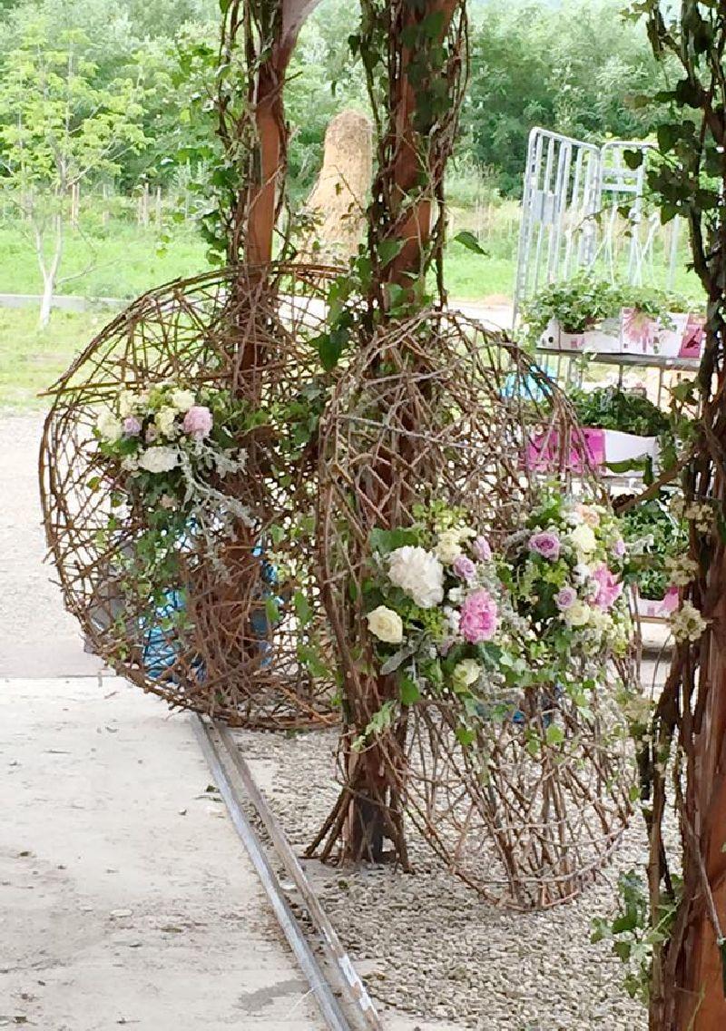 adelaparvu.com despre decor floral pentru nunta in cort, design floral Nicu Bocancea, Floraria Iris (8)