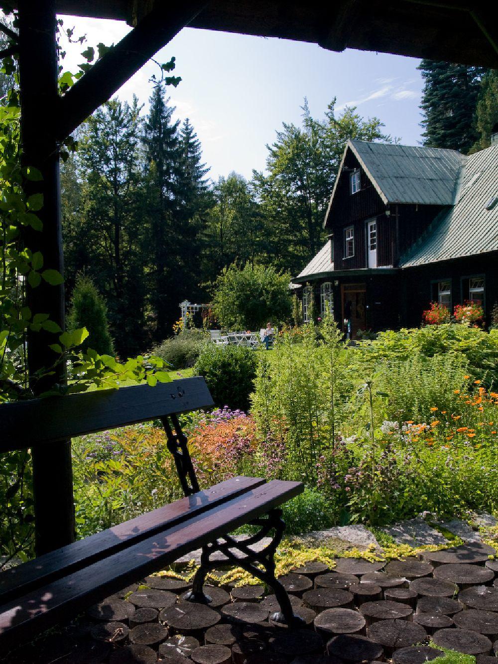 adelaparvu.com despre gradina cu aer salbatic, pensiune Polonia Willa Anna (8)
