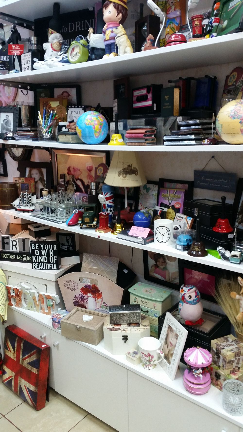 adelaparvu.com despre magazin de decoratiuni in Bucuresti, Cutia cu Fundita (11)