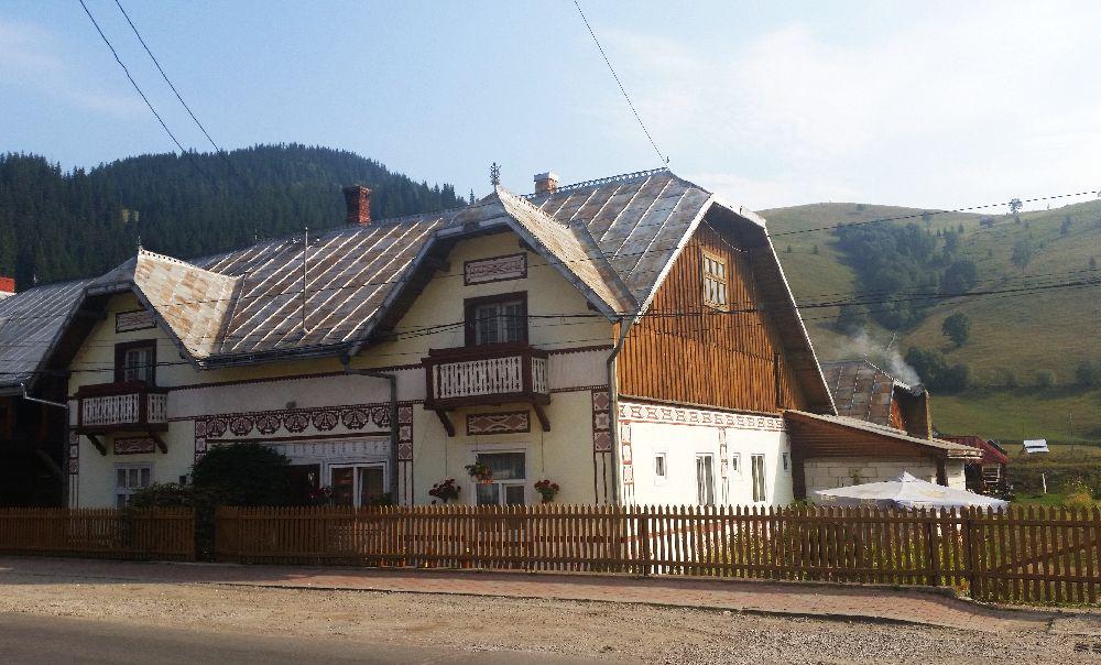 adelaparvu.com despre Ciocanesti, case cu motive traditionale, Bucovina, Romania (10)