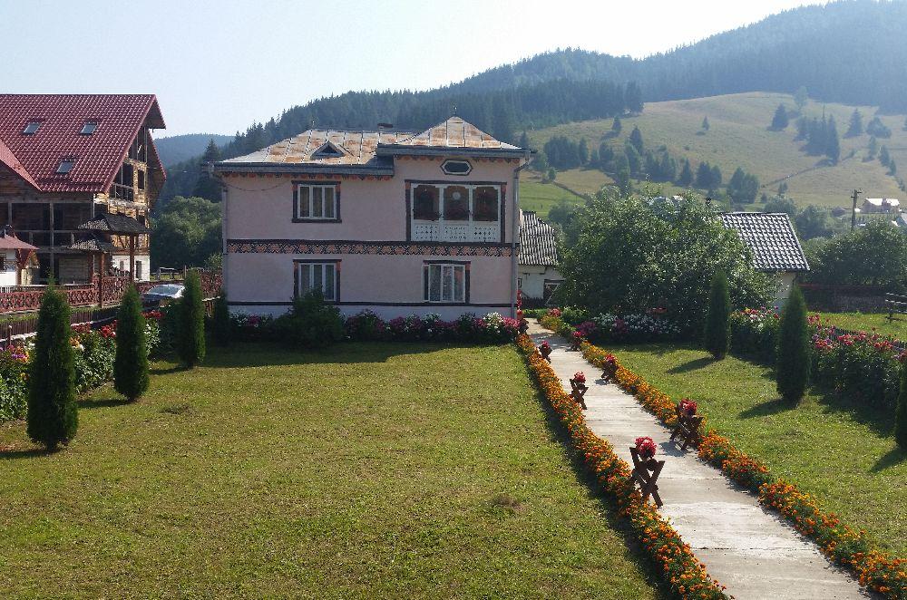 adelaparvu.com despre Ciocanesti, case cu motive traditionale, Bucovina, Romania (109)