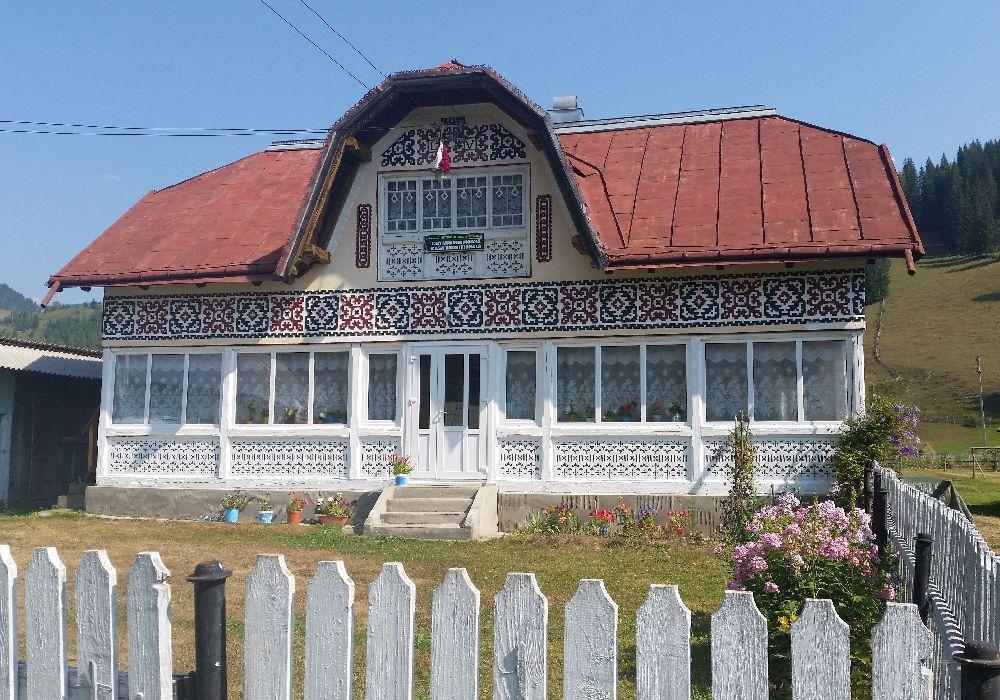 adelaparvu.com despre Ciocanesti, case cu motive traditionale, Bucovina, Romania (110)
