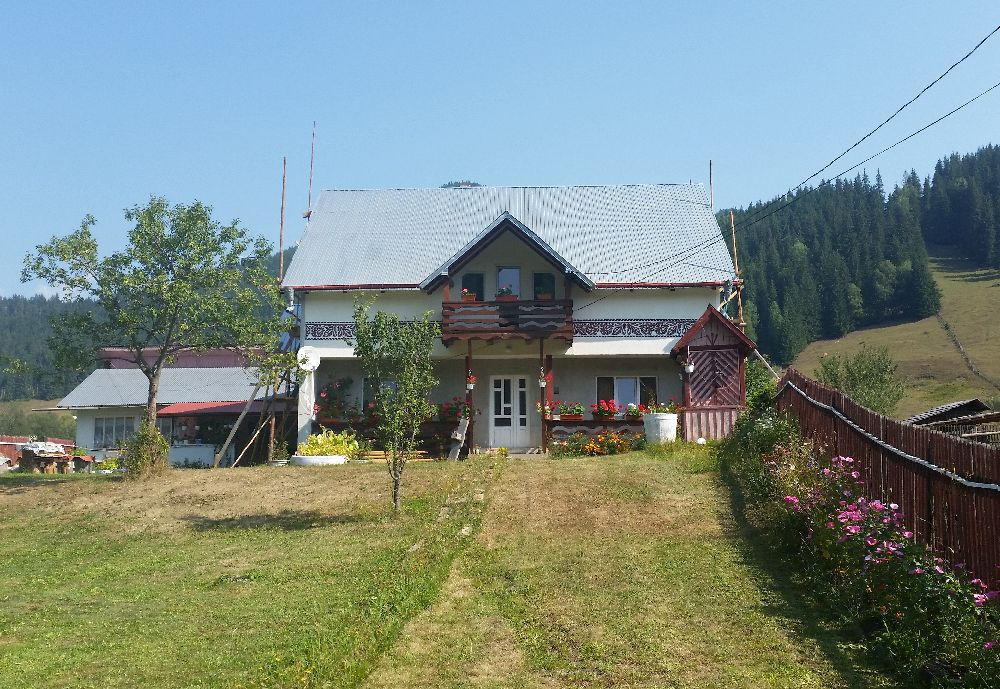 adelaparvu.com despre Ciocanesti, case cu motive traditionale, Bucovina, Romania (114)