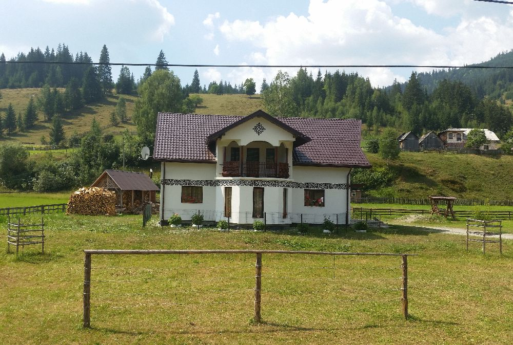 adelaparvu.com despre Ciocanesti, case cu motive traditionale, Bucovina, Romania (130)