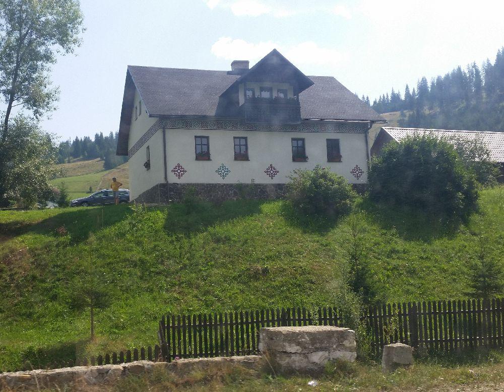 adelaparvu.com despre Ciocanesti, case cu motive traditionale, Bucovina, Romania (133)