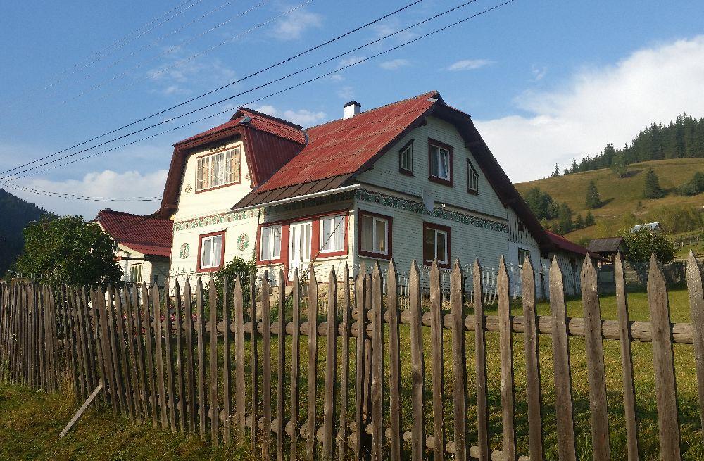 adelaparvu.com despre Ciocanesti, case cu motive traditionale, Bucovina, Romania (135)
