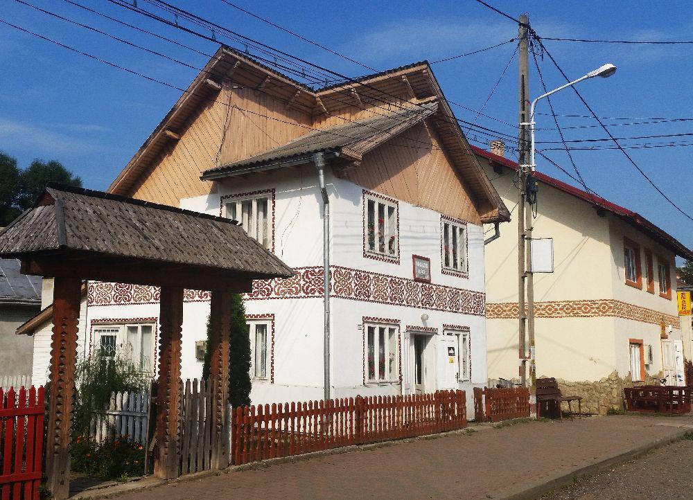 adelaparvu.com despre Ciocanesti, case cu motive traditionale, Bucovina, Romania (14)