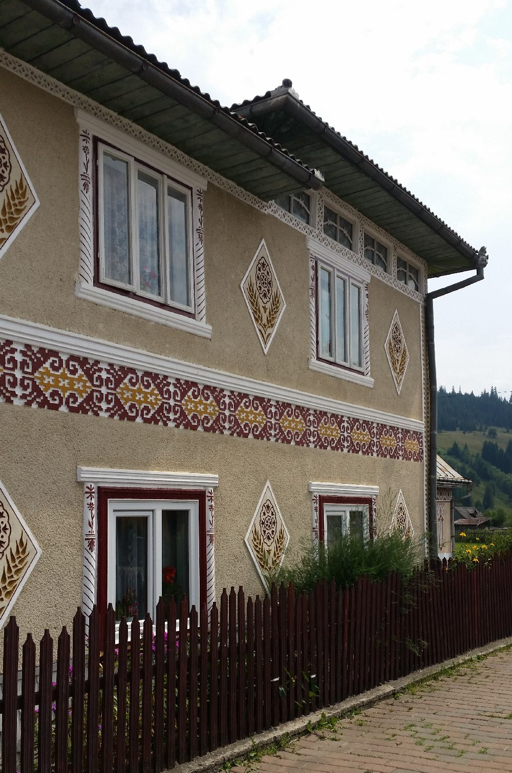 adelaparvu.com despre Ciocanesti, case cu motive traditionale, Bucovina, Romania (23)