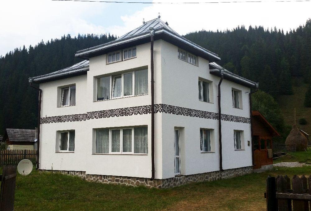 adelaparvu.com despre Ciocanesti, case cu motive traditionale, Bucovina, Romania (26)