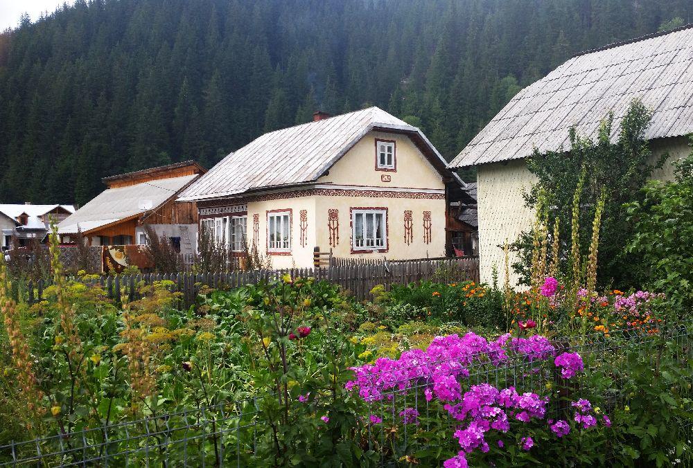 adelaparvu.com despre Ciocanesti, case cu motive traditionale, Bucovina, Romania (27)