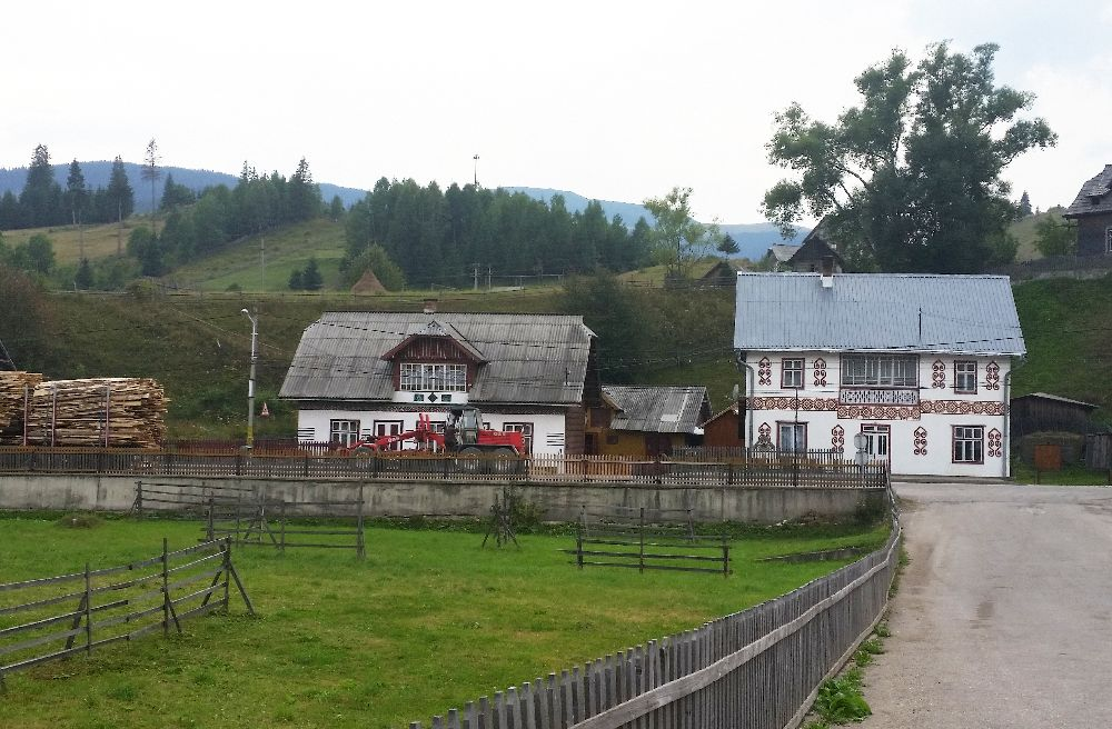 adelaparvu.com despre Ciocanesti, case cu motive traditionale, Bucovina, Romania (28)