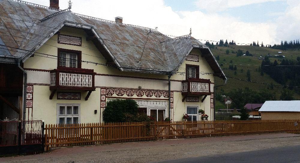 adelaparvu.com despre Ciocanesti, case cu motive traditionale, Bucovina, Romania (33)