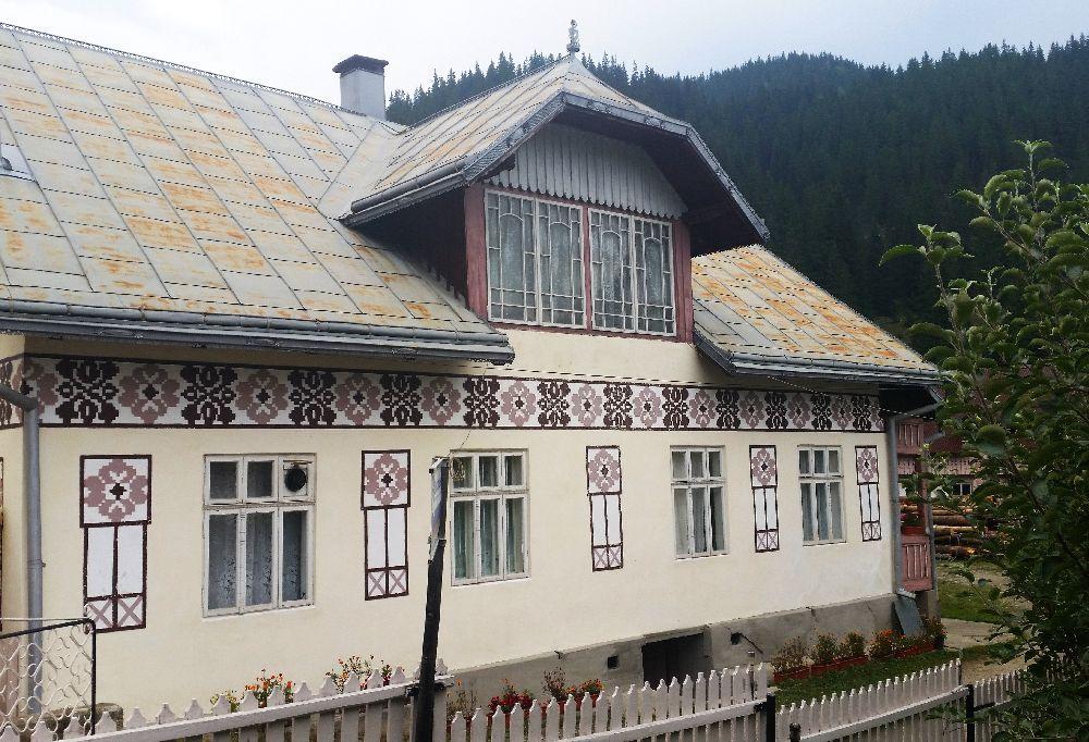 adelaparvu.com despre Ciocanesti, case cu motive traditionale, Bucovina, Romania (42)