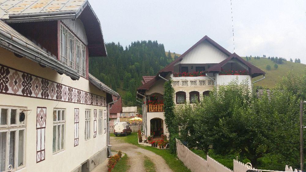 adelaparvu.com despre Ciocanesti, case cu motive traditionale, Bucovina, Romania (44)