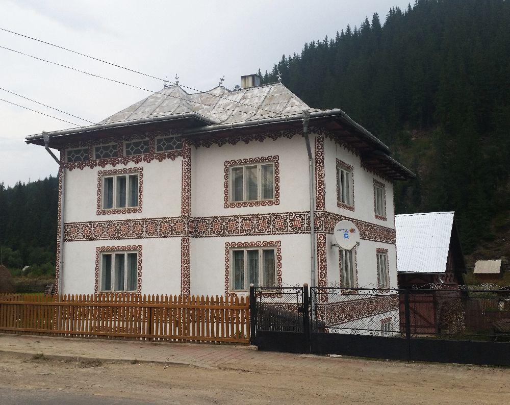 adelaparvu.com despre Ciocanesti, case cu motive traditionale, Bucovina, Romania (49)