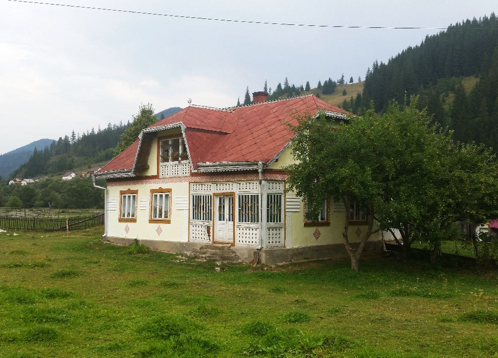 adelaparvu.com despre Ciocanesti, case cu motive traditionale, Bucovina, Romania (53)