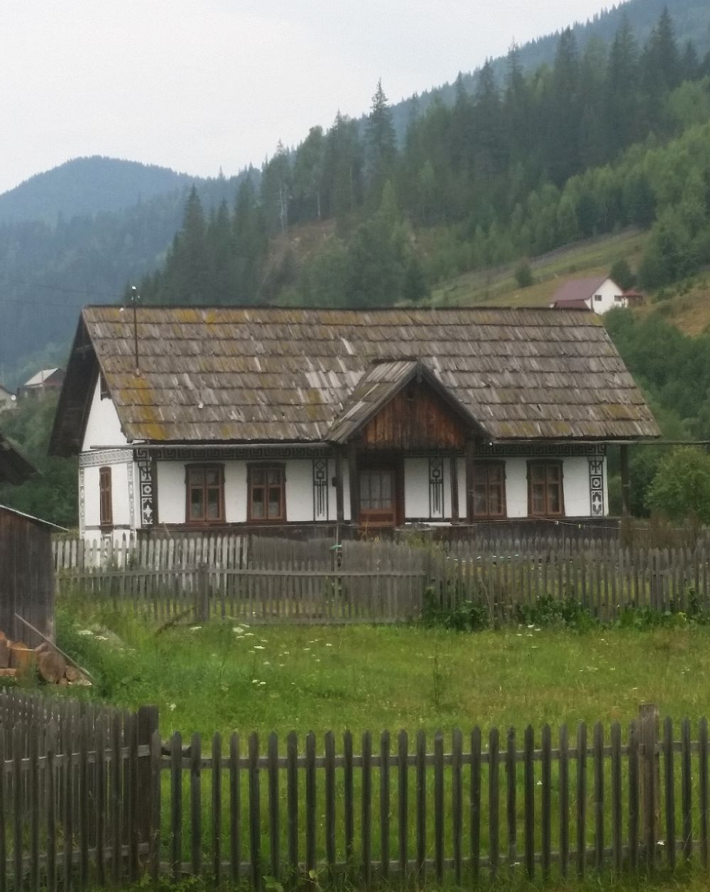 adelaparvu.com despre Ciocanesti, case cu motive traditionale, Bucovina, Romania (55)