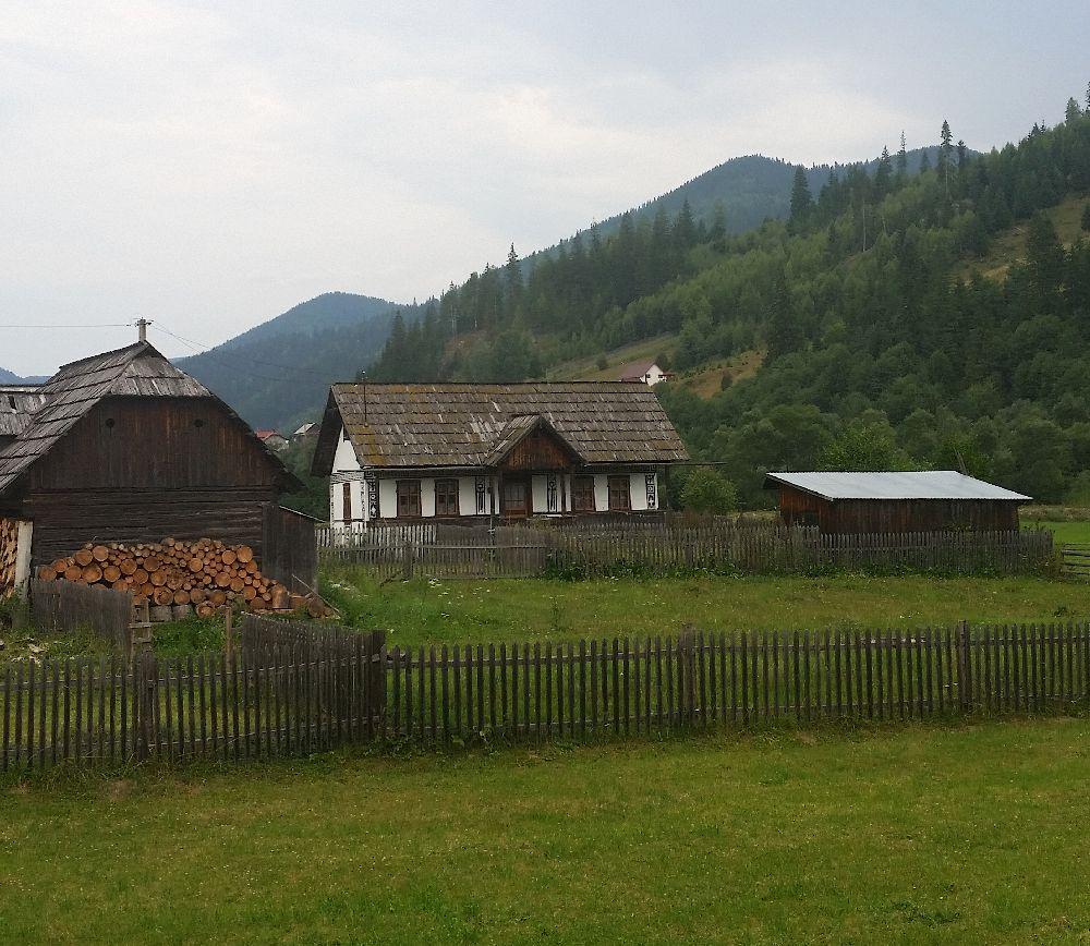 adelaparvu.com despre Ciocanesti, case cu motive traditionale, Bucovina, Romania (56)