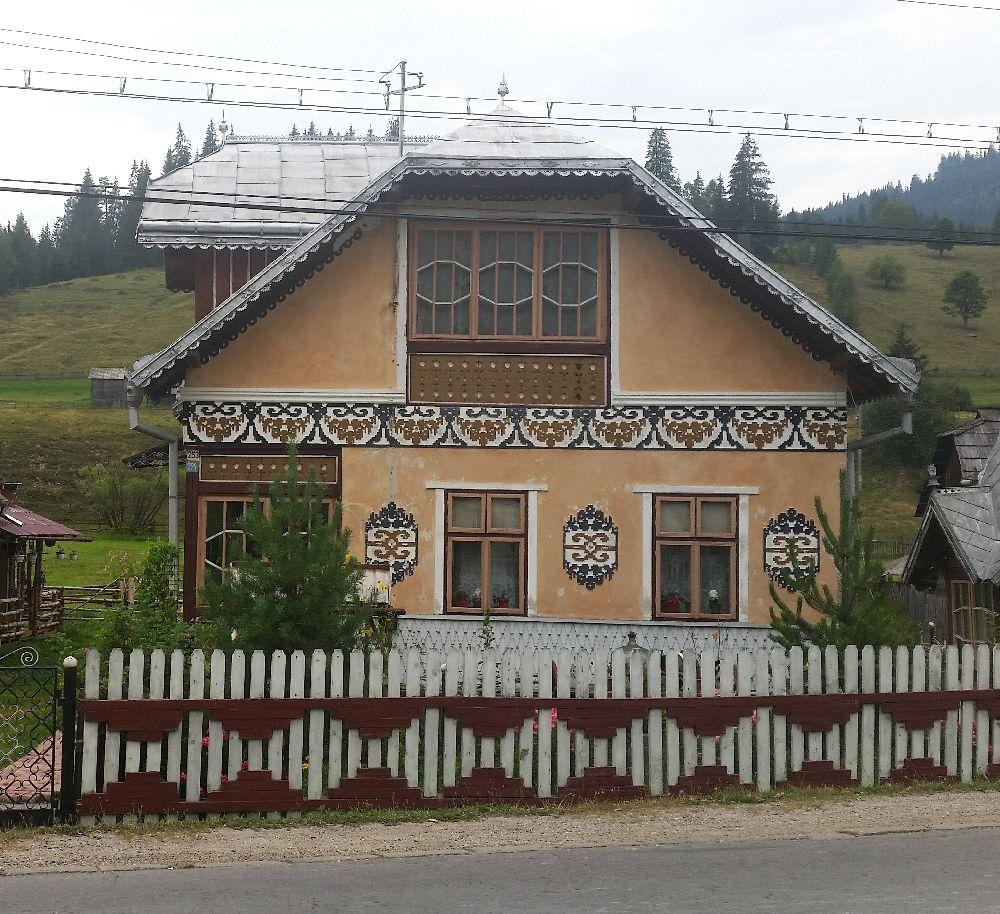 adelaparvu.com despre Ciocanesti, case cu motive traditionale, Bucovina, Romania (59)