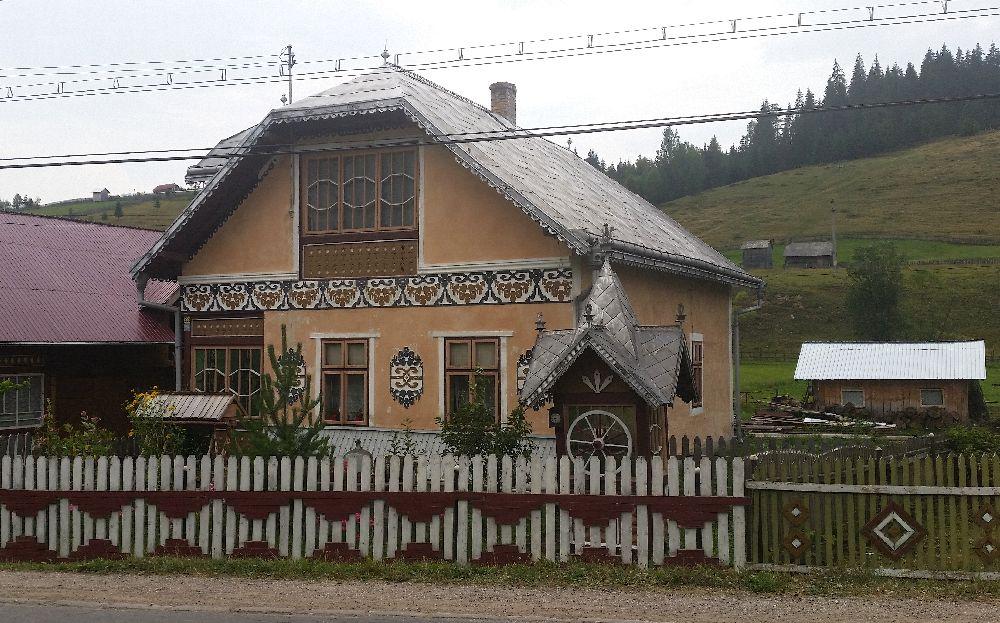 adelaparvu.com despre Ciocanesti, case cu motive traditionale, Bucovina, Romania (60)