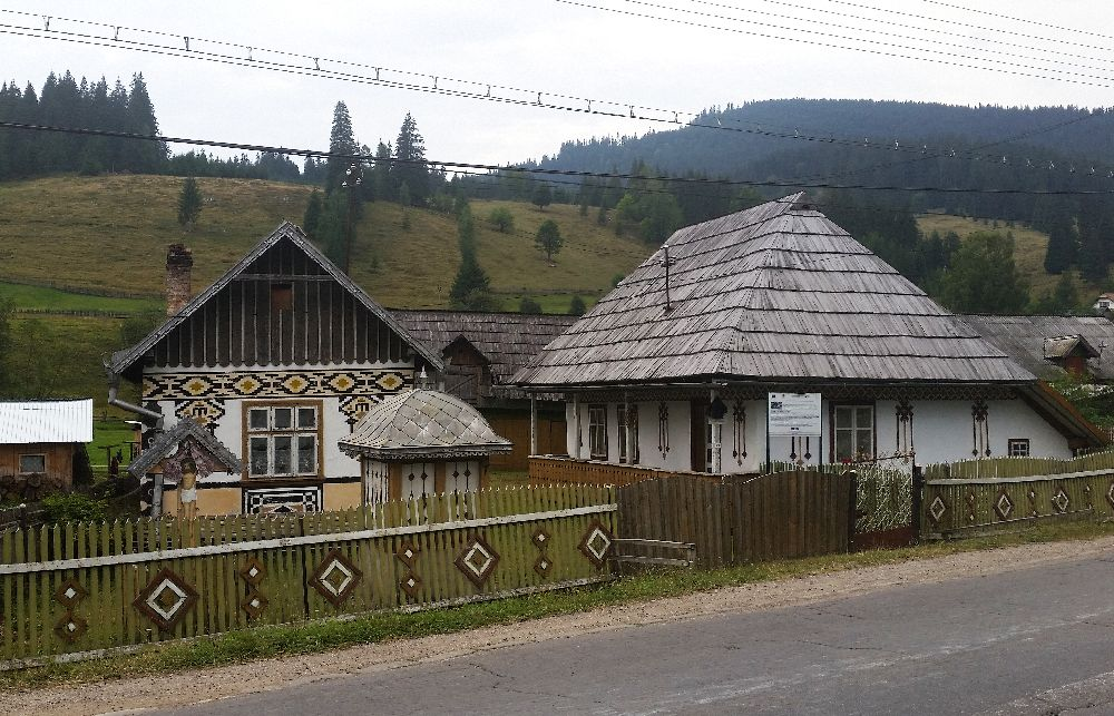 adelaparvu.com despre Ciocanesti, case cu motive traditionale, Bucovina, Romania (61)