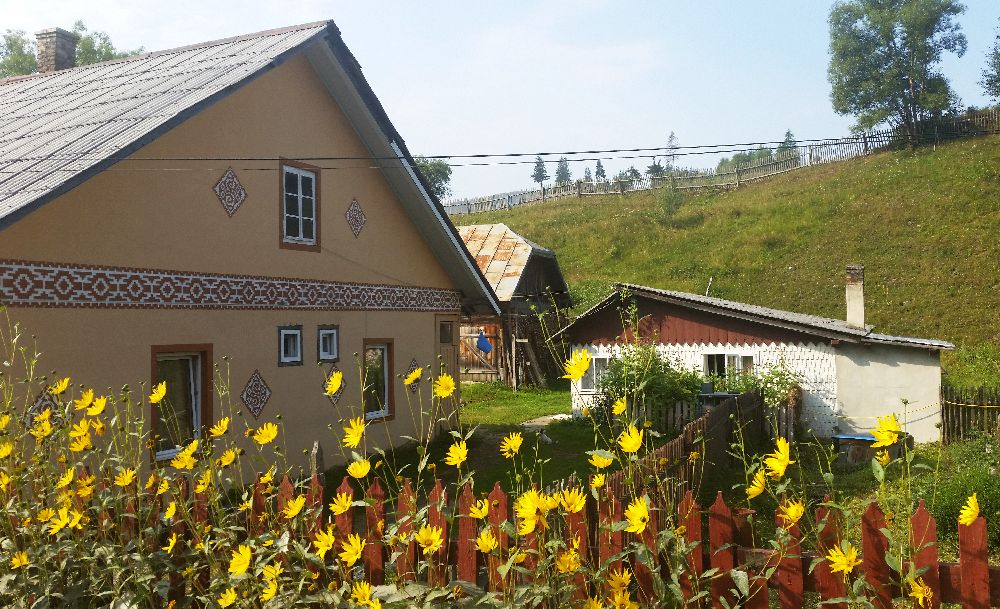 adelaparvu.com despre Ciocanesti, case cu motive traditionale, Bucovina, Romania (8)