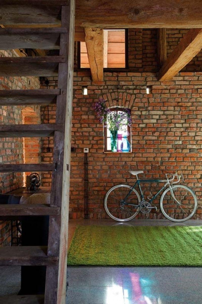 adelaparvu.com despre casa din caramida, rustica la exterior, actuala la interior, design Loft Architekci, Foto Michael Mrowiec (2)