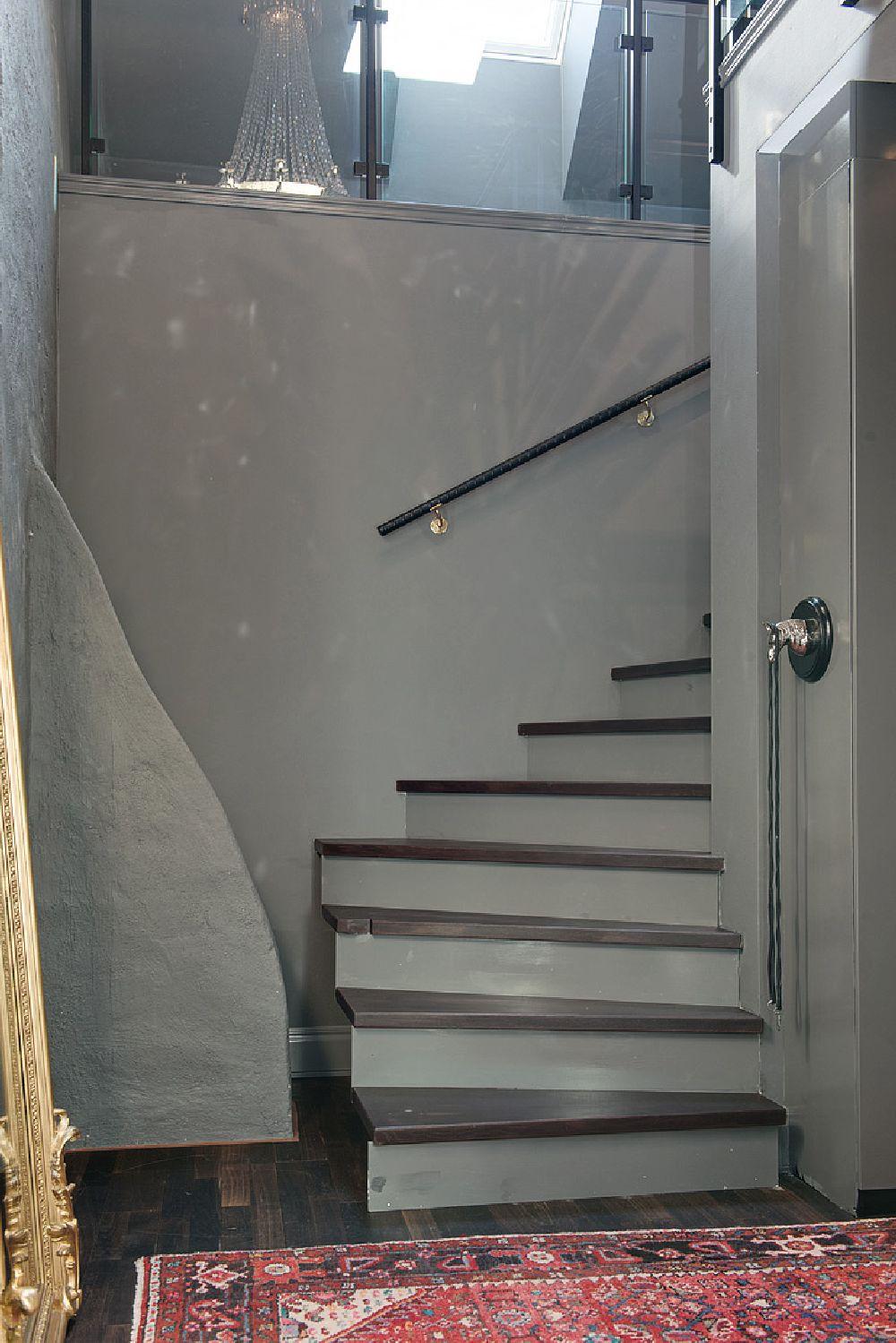 adelaparvu.com despre locuinta la mansarda cu pereti gri inchis, loft 120 mp Suedia, Foto Alvhem makleri (14)