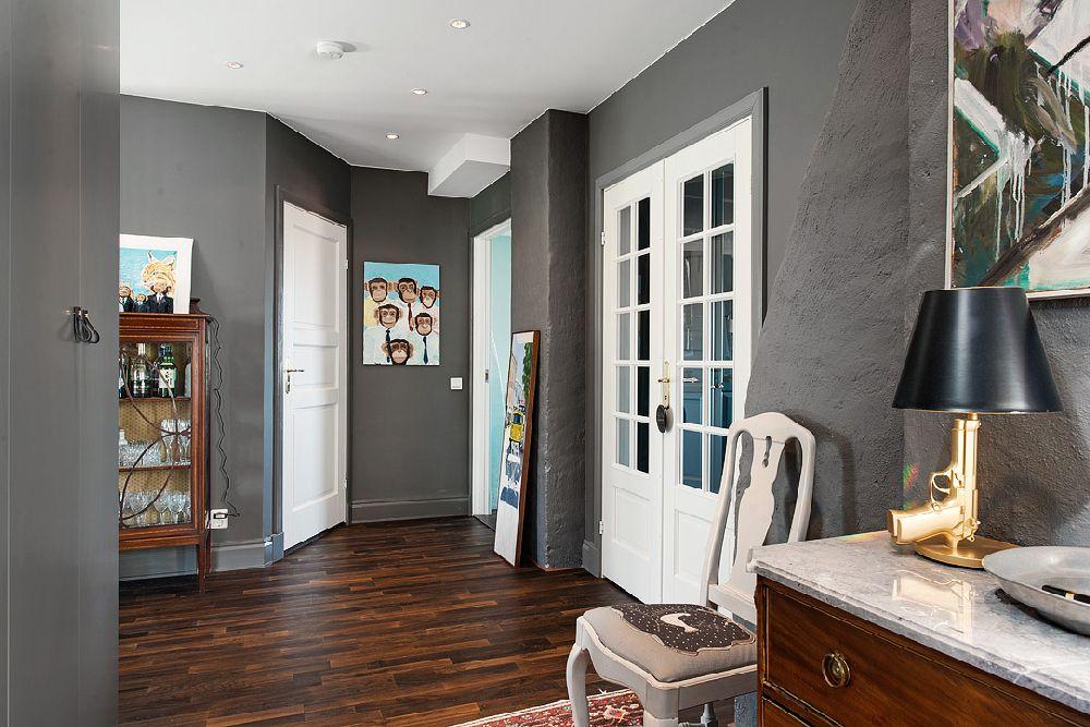 adelaparvu.com despre locuinta la mansarda cu pereti gri inchis, loft 120 mp Suedia, Foto Alvhem makleri (19)
