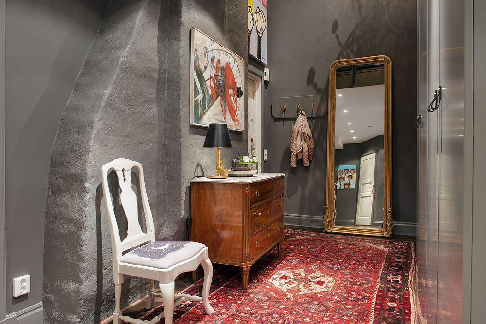 adelaparvu.com despre locuinta la mansarda cu pereti gri inchis, loft 120 mp Suedia, Foto Alvhem makleri (27)