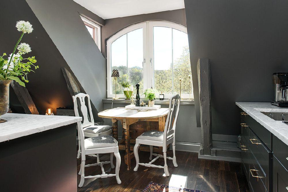 adelaparvu.com despre locuinta la mansarda cu pereti gri inchis, loft 120 mp Suedia, Foto Alvhem makleri (4)