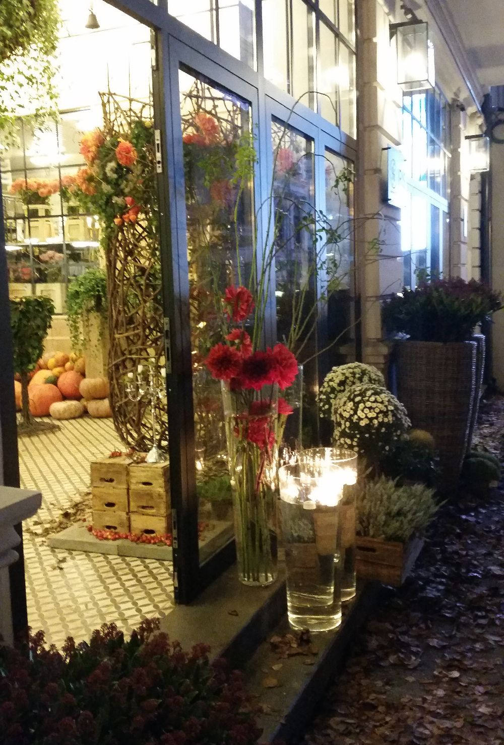 adelaparvu.com despre 45 de ani aniversare Floraria Iris, design floral Nicu Bocancea (45)