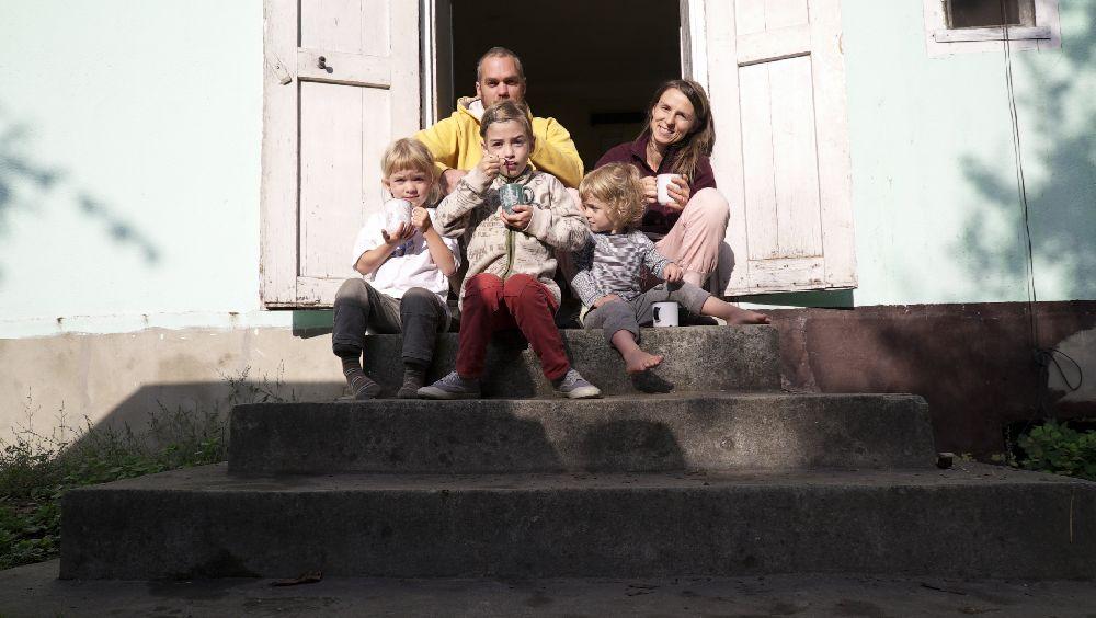 adelaparvu.com despre Alexandra Teodor si Stefan Carstea peisagistii care s-au mutat la tara in Cartisoara (2)