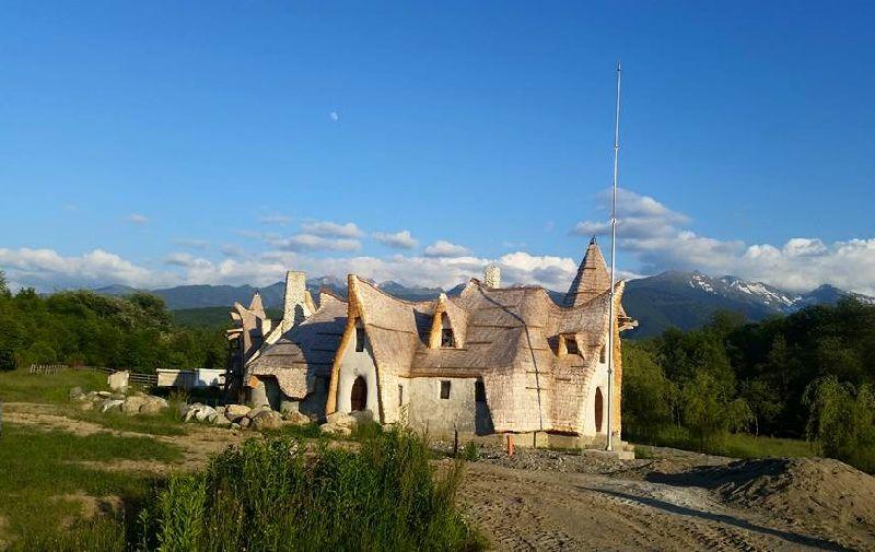 adelaparvu.com despre Castelul de Lut Valea Zanelor, Agroturistic Hotel, Romania, arhitectura Ileana Mavrodin (1)