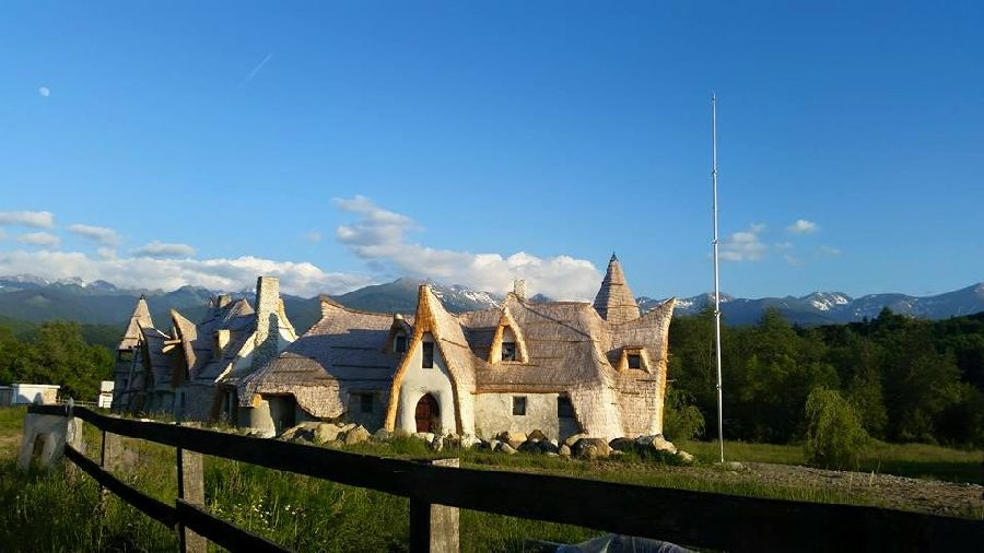 adelaparvu.com despre Castelul de Lut Valea Zanelor, Agroturistic Hotel, Romania, arhitectura Ileana Mavrodin (14)