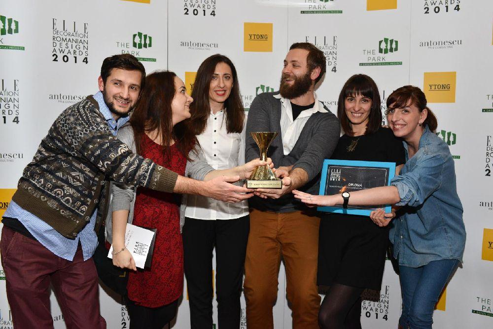 echipa DIzainar si Ileana Raducanu (in centru, camasa alba)