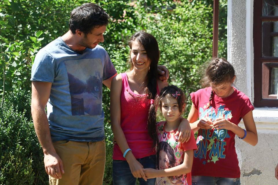 adelaparvu.com despre casa celor 3 surori de la Poiana, Visuri la cheie, ProTv, sezonul 2, Dragos Bucur si surorile Joita 2 (2)