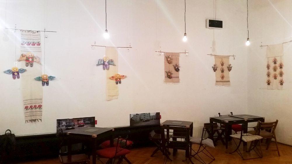 adelaparvu.com despre expozitia Ingerasii din povestea mea, Carturesti Verona, artist Beatrice Iordan (11)